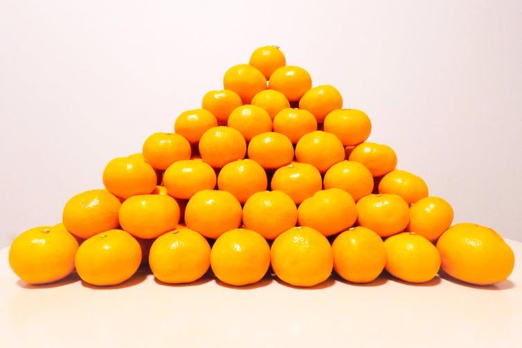 Oranges empilées en pyramide