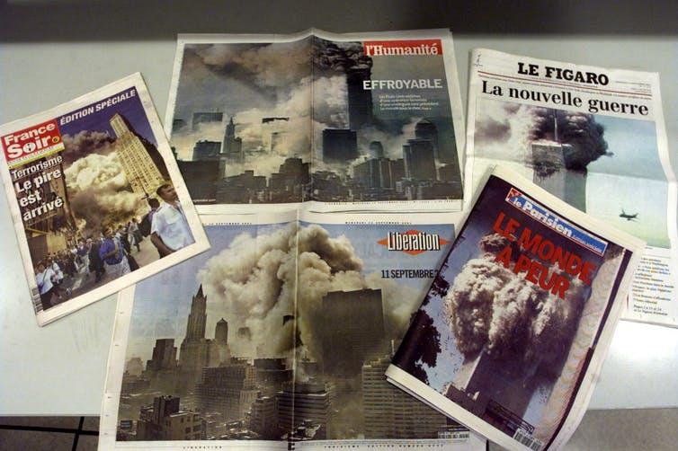Photo de diverses couvertures de journaux publiés le 12septembre 2001